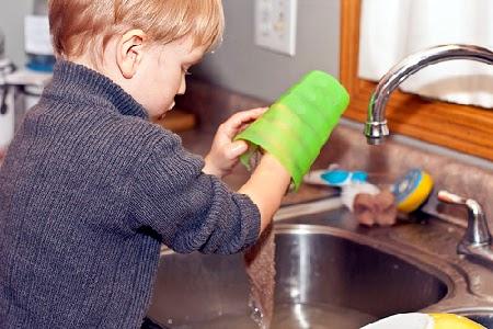 Manfaat Anak-Anak Membantu Pekerjaan di Rumah