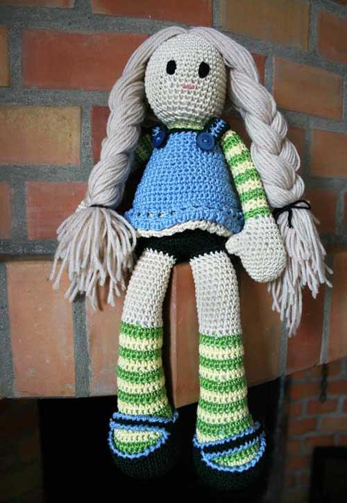 Bambola amigurumi con trecce
