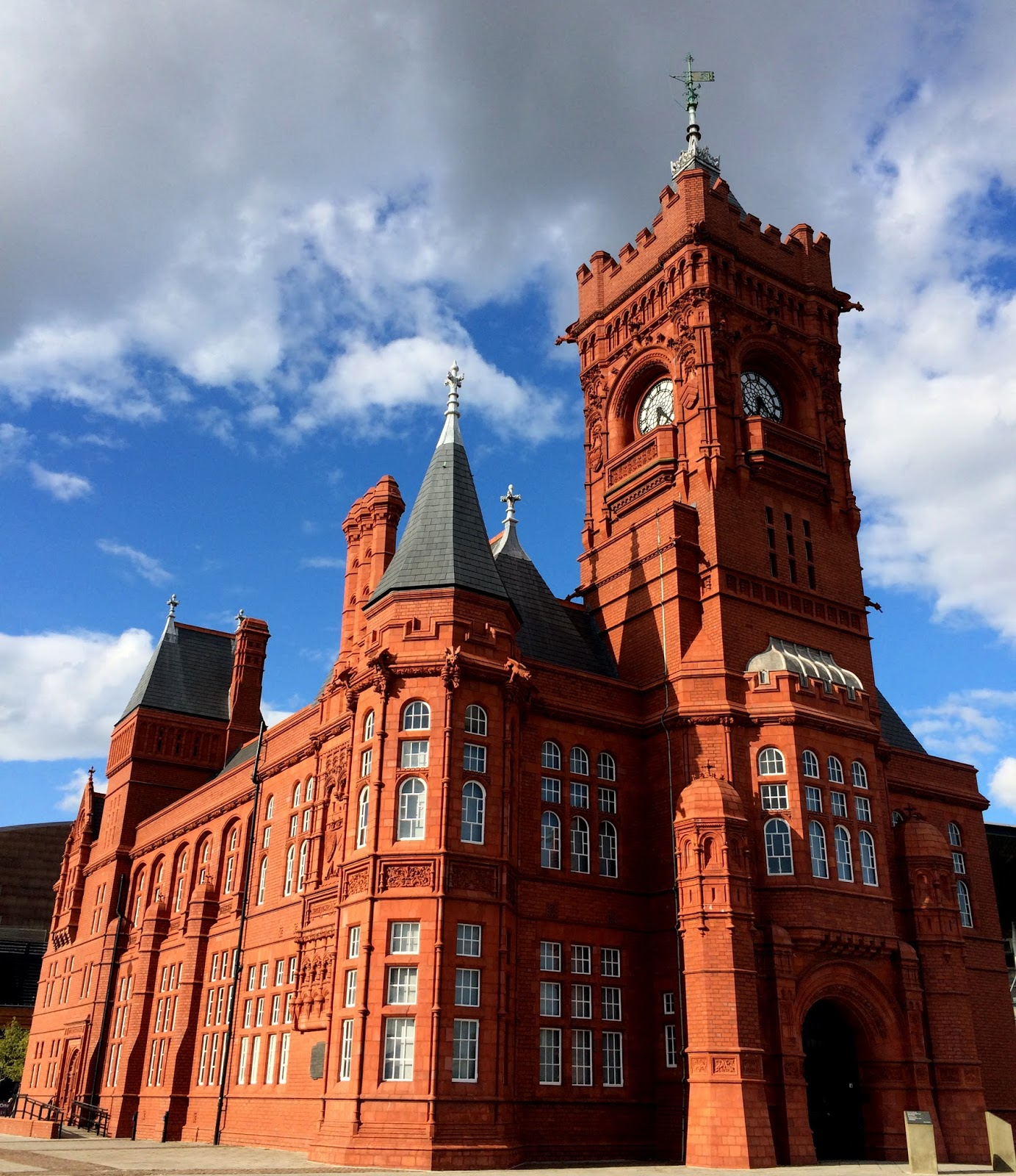 cozy birdhouse | pierhead building in cardiff