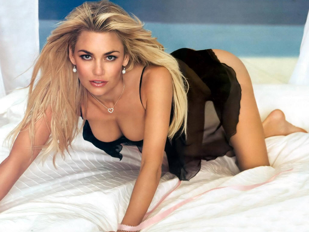 Latest kelly carlson hot wallpapers 521 entertainment world for Hot wallpapers world