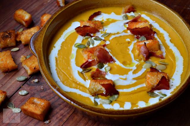 Supa crema de dovleac cu ghimbir, bacon crocant si crutoane si un concurs savuros!