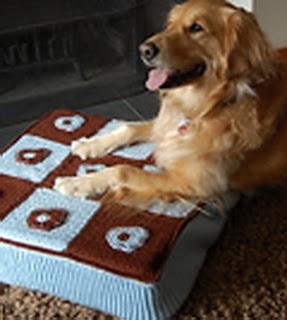 Вязаная подстилка для собаки