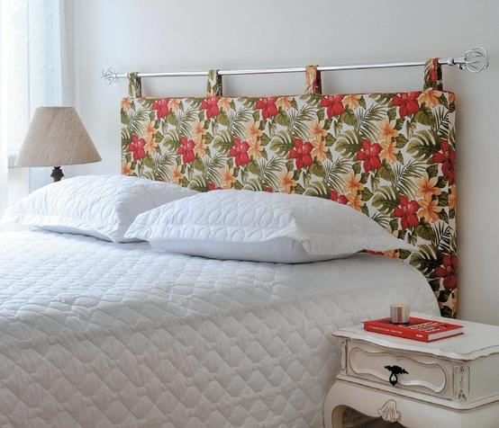 revista decoracao kitnet : revista decoracao kitnet:Com tecidos coloridos, de diferentes estampas, colados na parede da