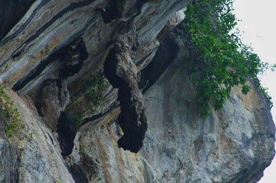 Batu Gantung, di tepi jurang pulau Samosir, danau Toba