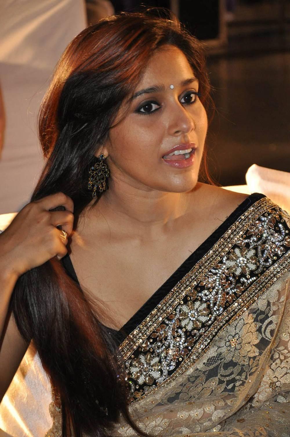 South Indian Actress Rashmi Gautam 18 Latest Cute Photos in Saree ...