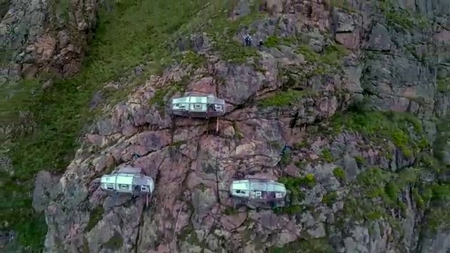 03-Architecture-with-Skylodge-Adventure-Suites-Hanging-Capsules-www-designstack-co