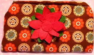 portmonetka z filcowym kwiatkiem
