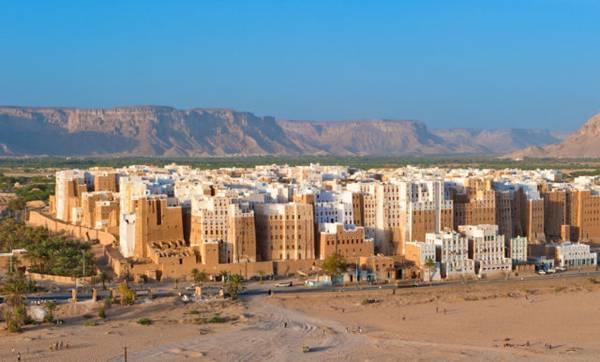 "Shibam Mud Houses, Hadhramaut, Yemen, sometimes referred to as ""Mini Mud Manhattan."""