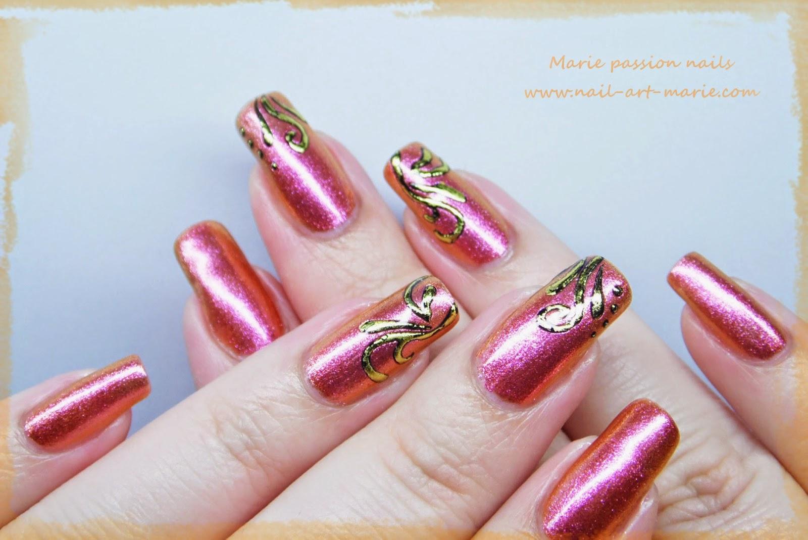 Nail art accent nail en dorures5