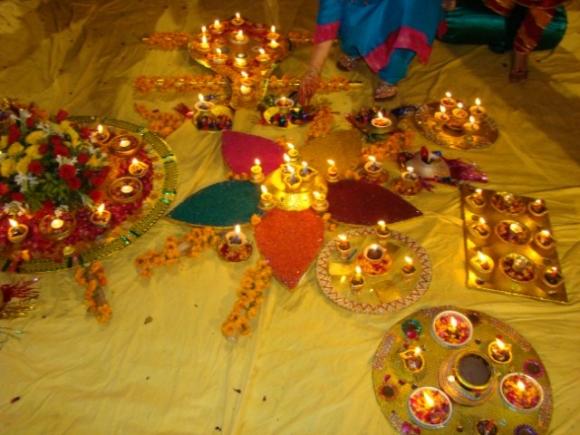 2013 latest ideas of Pakistani Mehndi Thali .Plates decoration for Mehndi Decoration. This is a most beaytiful Plates for Mehndi Decoration. & Mehndi /Henna Magazine: 02/09/13