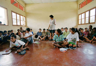 Timor-Leste: LIVROS E PROFESSORES LUSOS ABNEGADOS PARA ESCOLAS DE RASTOS