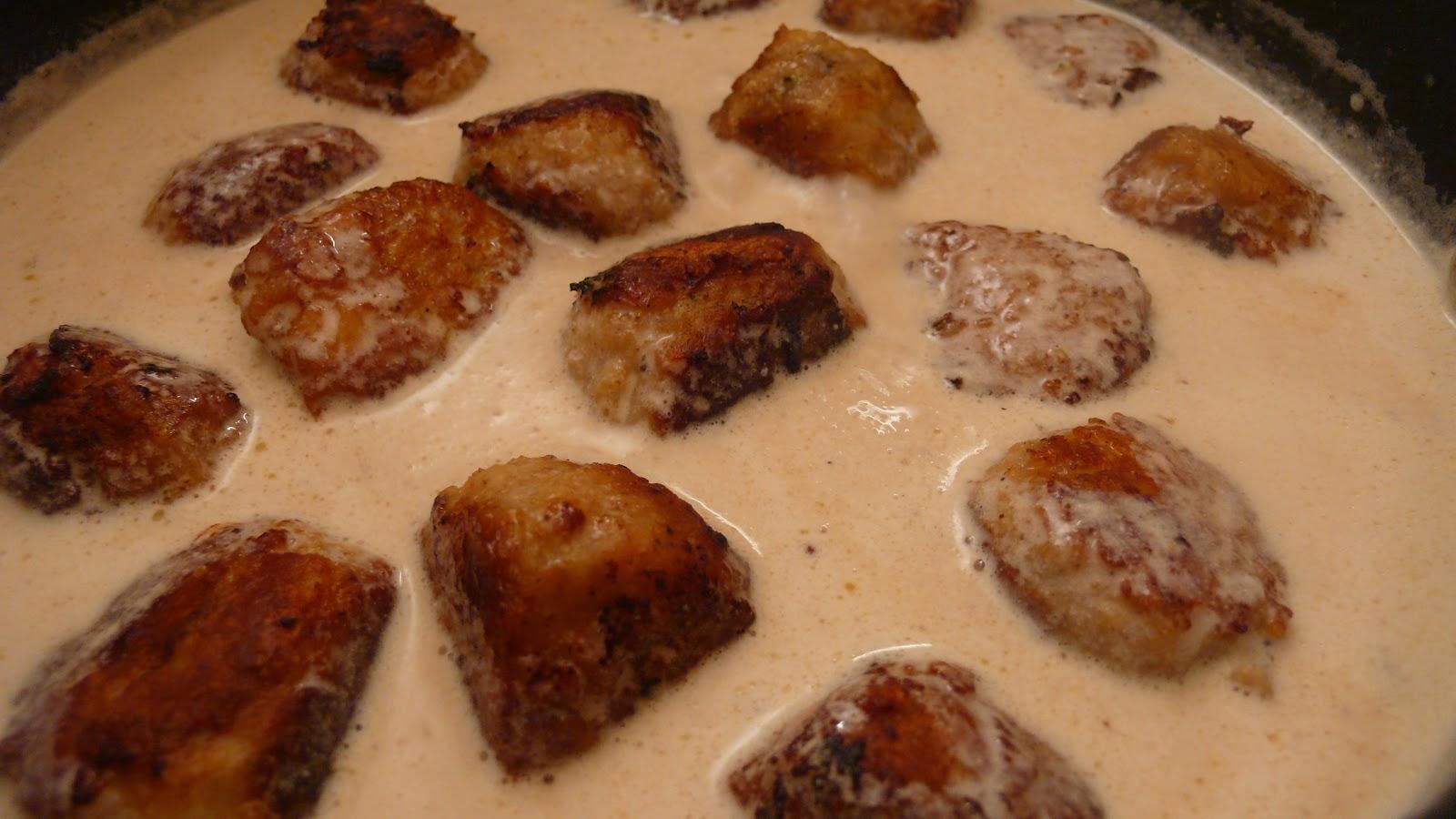 Фрикадельки в молочном соусе на сковороде рецепт