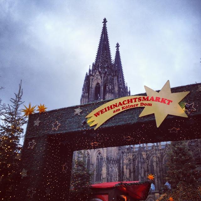 Körnerstrasse, Strassenfest, Köln, Ehrenfeld, Weihnachtsbazar, Wimpel, Ehrenfeld, Neuehrenfeld, Kölner Dom, Weihnachtsmarkt, Belgisches Viertel, Nina Führer, Fuchs, Fuchsschal, Jeck, Kölsch