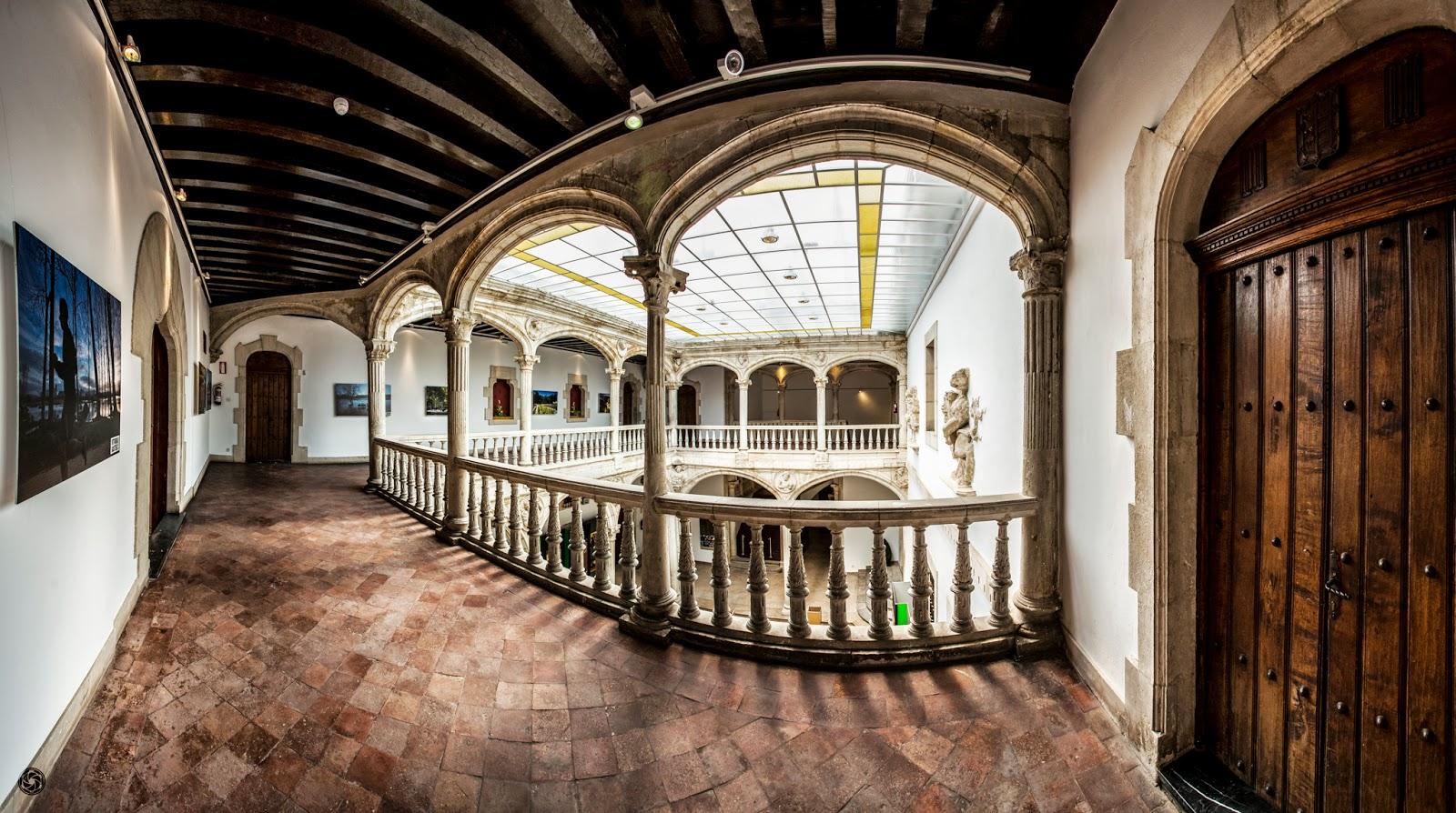 Palacio Escoriaza-Esquivel :: Panorámica 6 x Canon EOS 5D MkIII | ISO200 | Canon 17-40 @19mm | f/5.6 | 1/60s