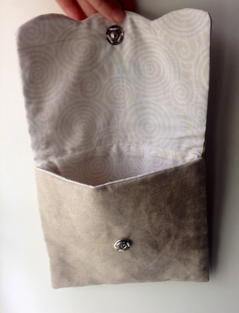 Pouch made with linen and embroidered