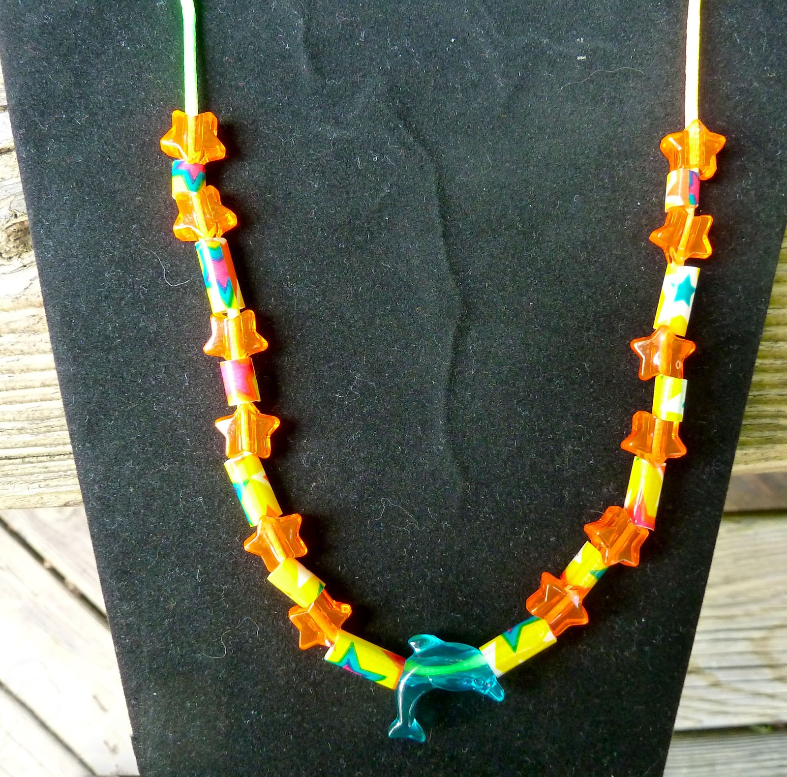 Make it easy crafts kid s craft easy summer beaded necklace for Necklace crafts for kids