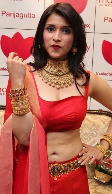 Mannara Chopra-hot photos