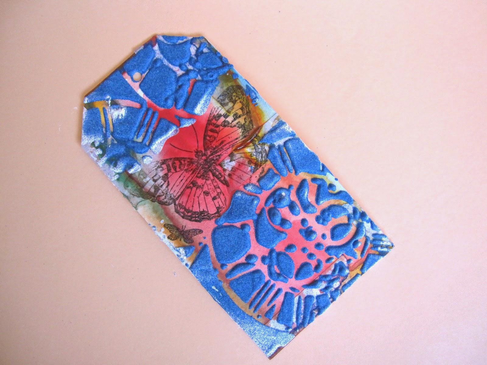 tercer paso tag marzo Celebrating Springtime: tag descartado con pasta dimensional y polvos de emboss azules