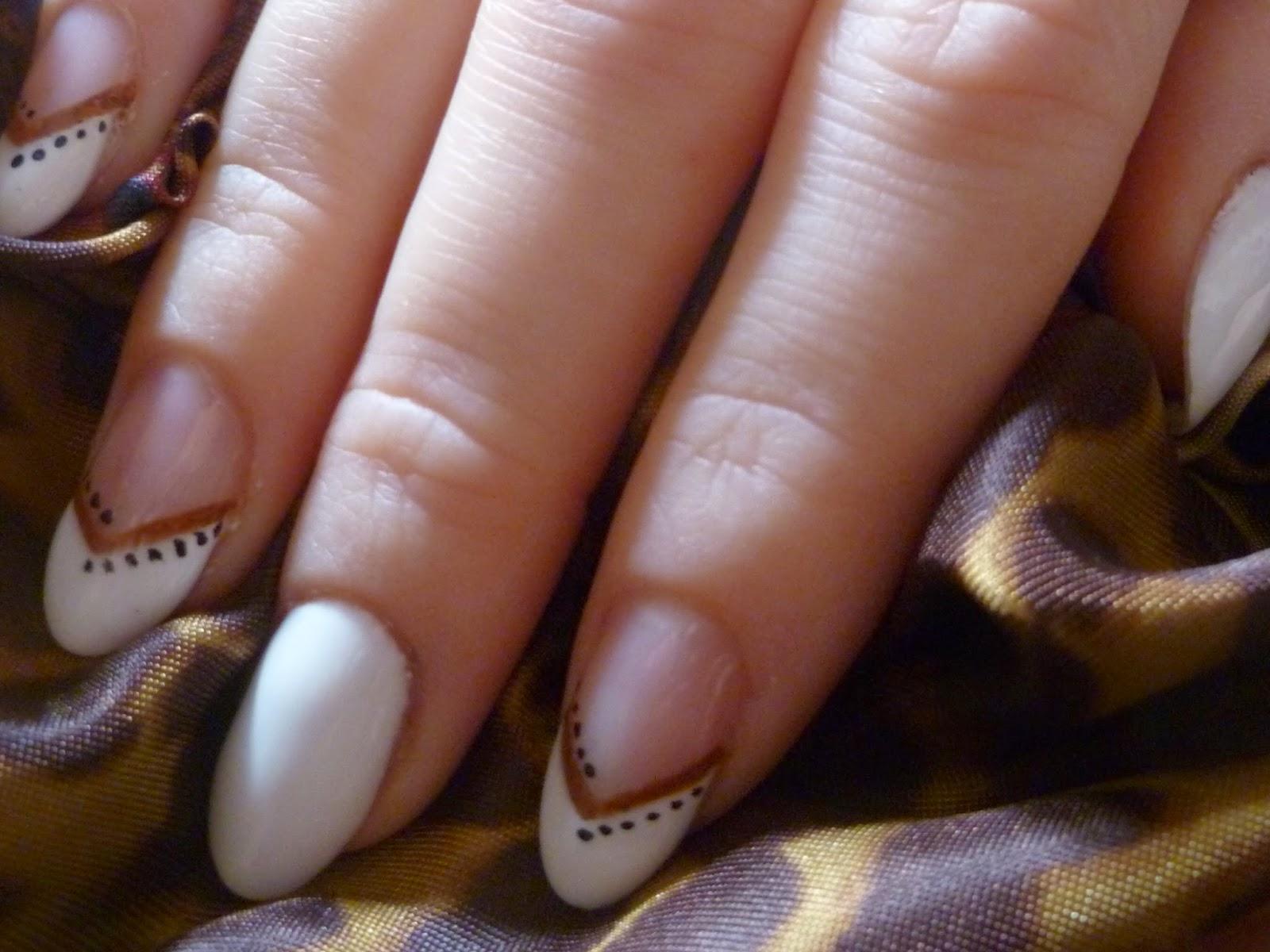 immagine nail art semplicissima semipermanente