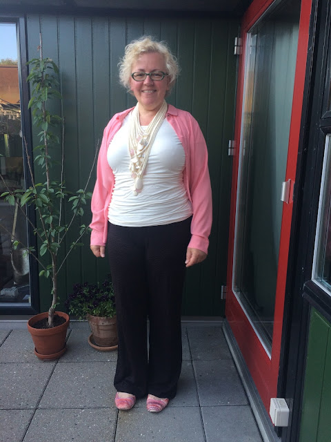 Kaffesoester in trousers and pink shirt with Monies necklace