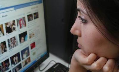 http://4.bp.blogspot.com/-laaHQpAOBCA/VDTQR2r1Z9I/AAAAAAAAN9M/yXxj68NeZPI/s1600/social%2Bmedia%2B2.jpg