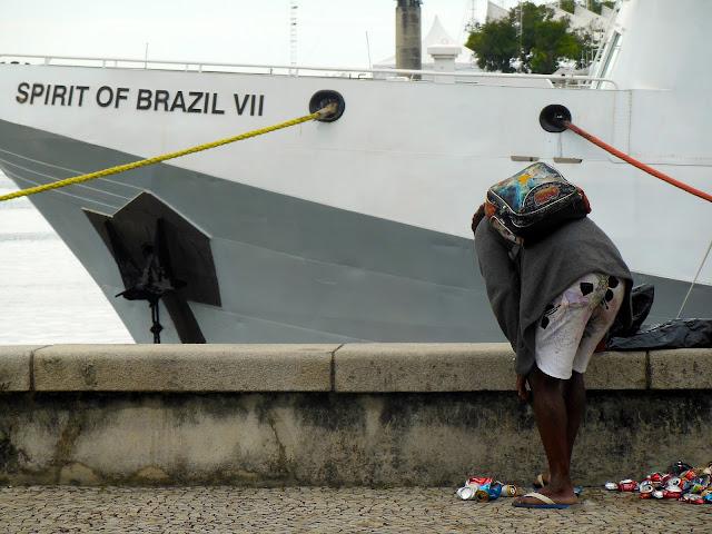Catador de latinha na Marina da Glória (RJ)/Foto: Marcelo Migliaccio