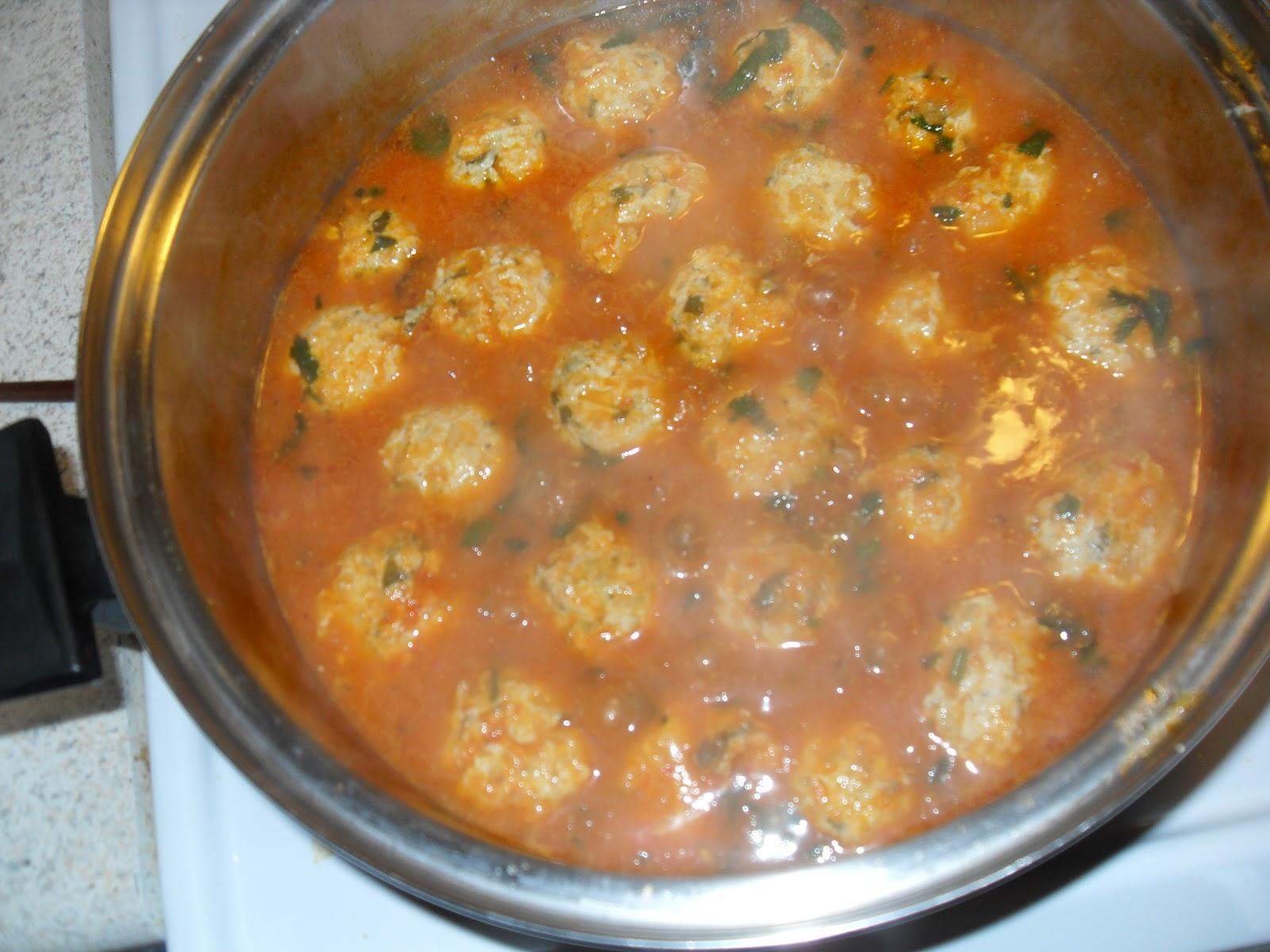 ... Pollo con Hierbabuena Entomatadas (Mint Chicken Meatballs in Tomato