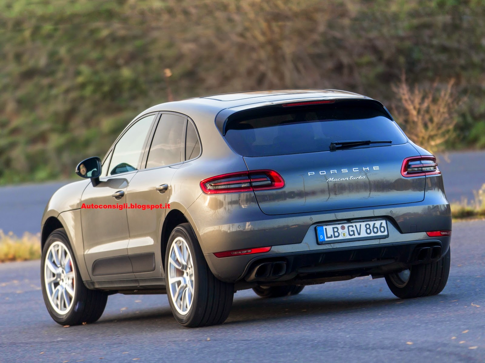 car al top 33 porsche macan sfida sul mercato la glk x3 e q5. Black Bedroom Furniture Sets. Home Design Ideas