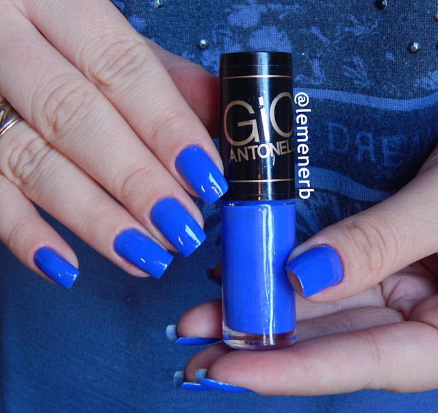 esmalte azul elétrico