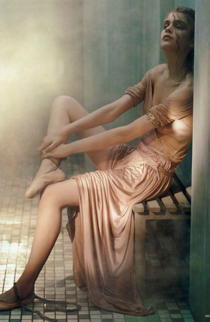 Kim Noorda in The ancients / Vogue UK May 2005 (photography: Laurie Bartley) / how to create a spa treatment room at home / via www.fashionedbylove.co.uk