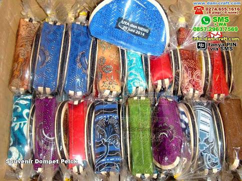 Souvenir Dompet Pelok Kain Palangkaraya