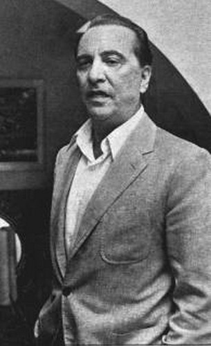 Hugo del Carril saco gris y sin corbata