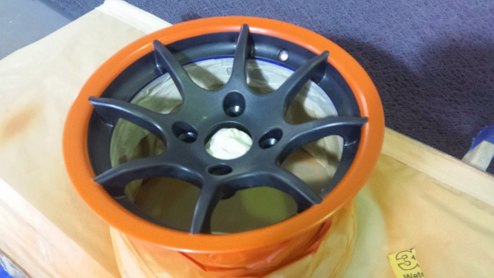 Wheel rim sprayed with RAL 2004
