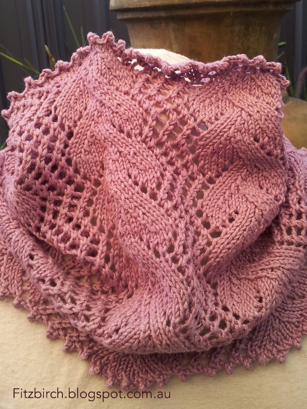 Free knitting pattern for a super simple, easy to knit seed stitch cowl. It u...