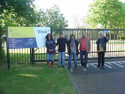 fotografia dos participantes à porta da Visio, em Apeldoorn