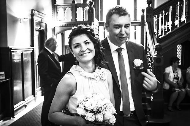 Brautpaar bei Hochzeit im Standesamt Düsseldorf
