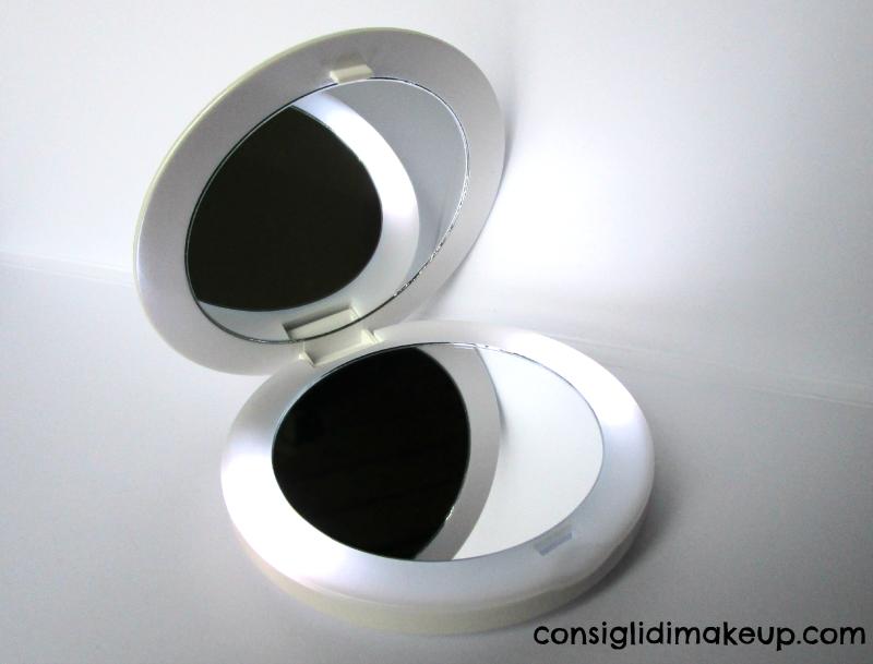 compact led beauty mirror elle macpherson homedics