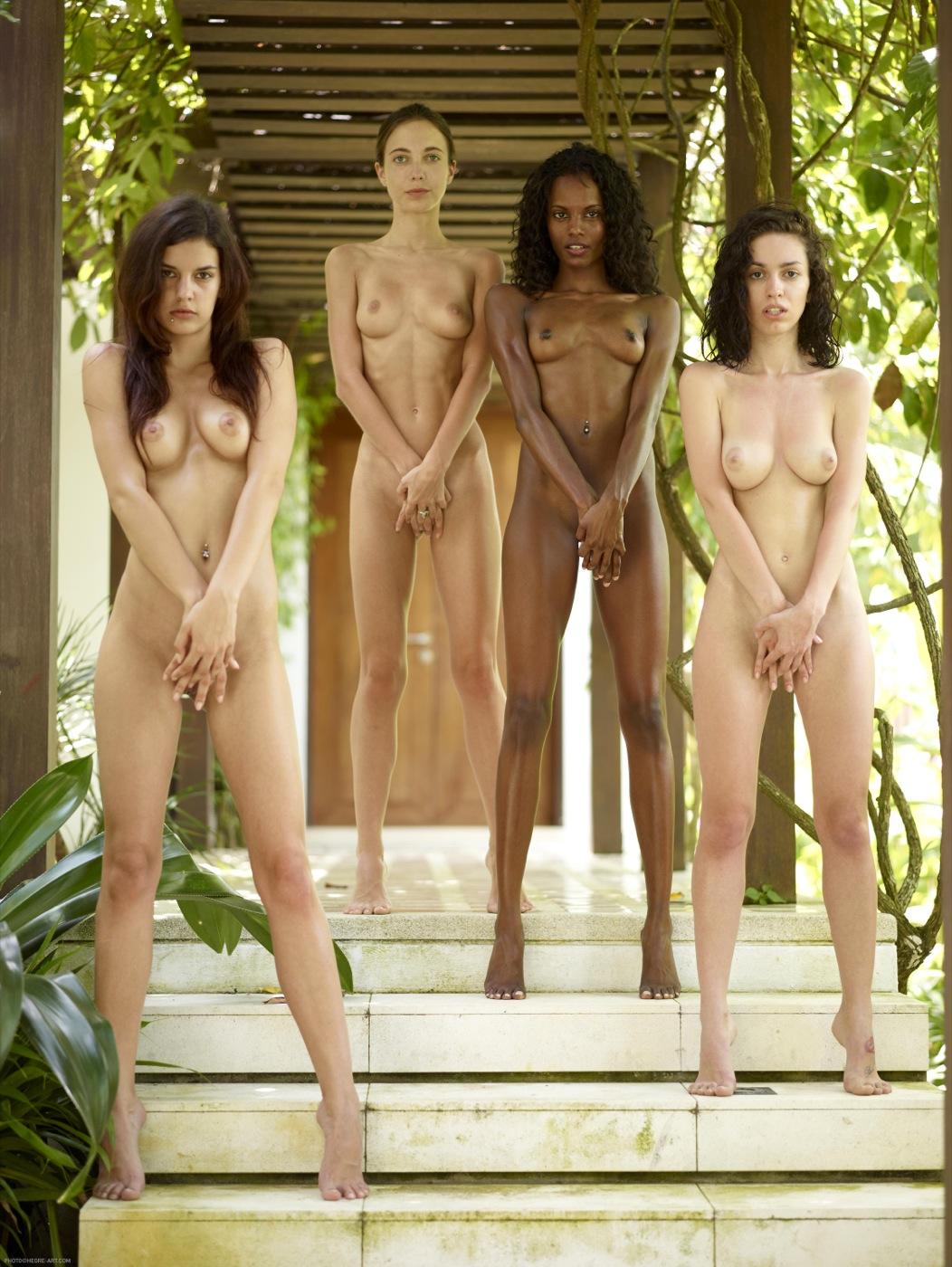 Mujeres Desnudas En Grupo