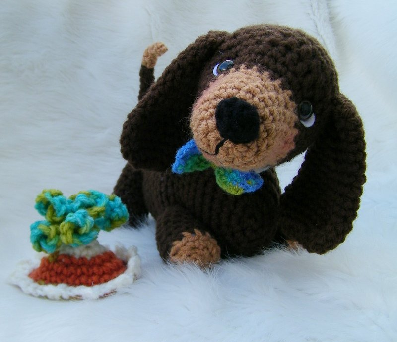 Knitted Dachshund Pattern : Teris Blog: New Dachshund Crochet Pattern