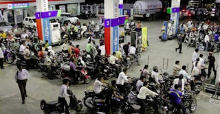 Petrol prices dropes by Rs 1.00/L, diesel prices hiked by 45 paise/L