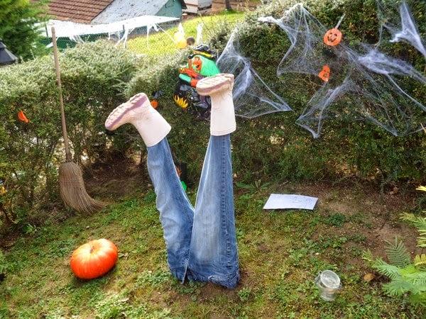 D co fait main cr er une d co pour le jardin halloween for Deco fait maison pour halloween