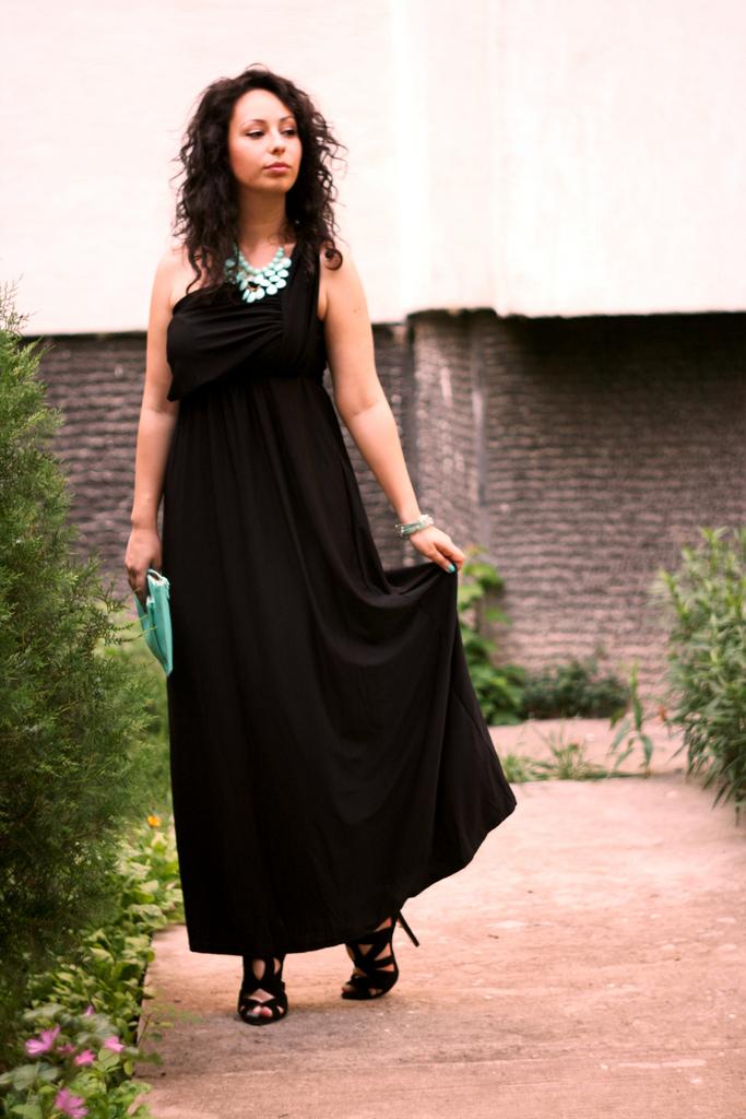 Black long dress accessories