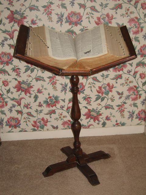 Nonna S House Disappearing Dictionary Stands