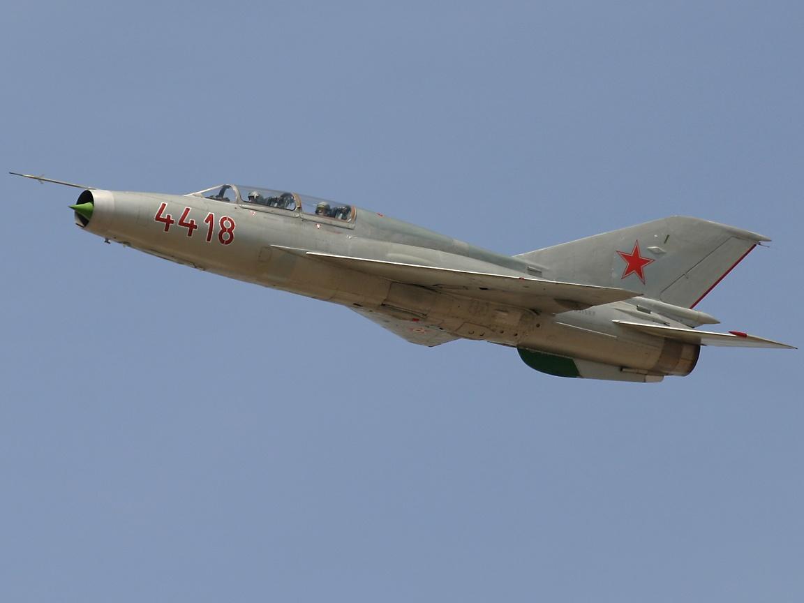 http://4.bp.blogspot.com/-ldvpSHBwtpM/TgDsz6-yQZI/AAAAAAAAAlM/alPG4q4EDWQ/s1600/russian+fighter+aircraft+%25285%2529.jpg