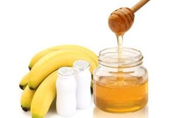 خبيرة تجميل: الموز و العسل لصنفرة البشرة