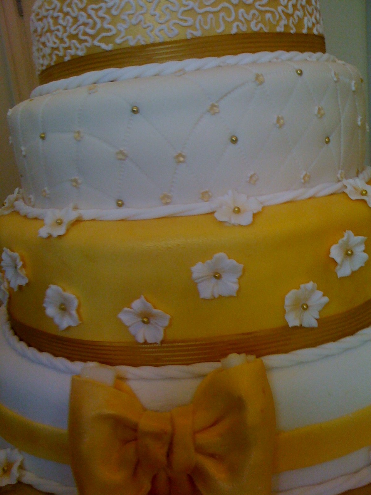 CAKE CUPBOARD: 5 Tier Wedding Cake - Gold and White theme