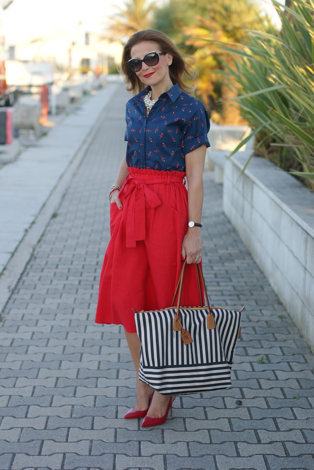 Navy chic look with Roberta Pieri bag on Fashion and Cookies fashion blog, fashion blogger style