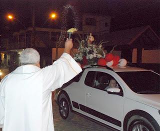 Momento especial da carreata, quando Padre Veraldo fez a bênção aos veículos participantes