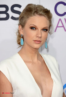 Taylor Swift Pictures in White Long Dress at People's Choice Awards  0003