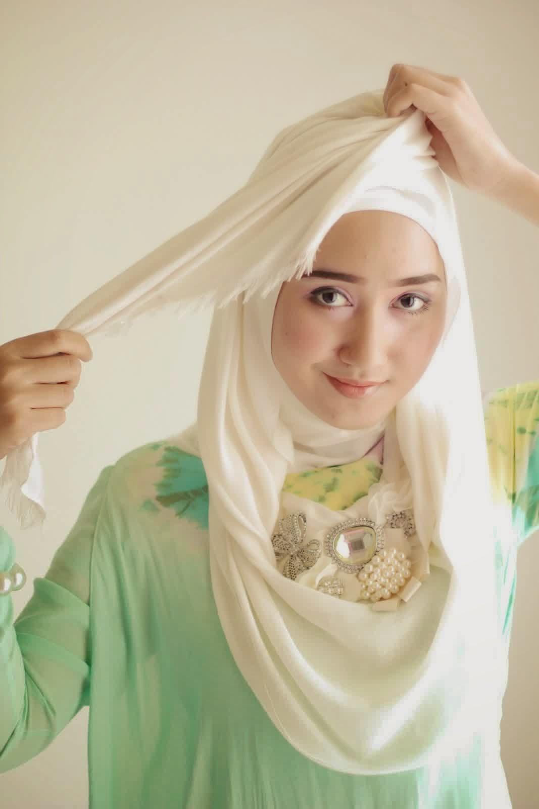 Ikuti Tutorial Instan Hijab Terbaru Dian Pelangi Kebaya